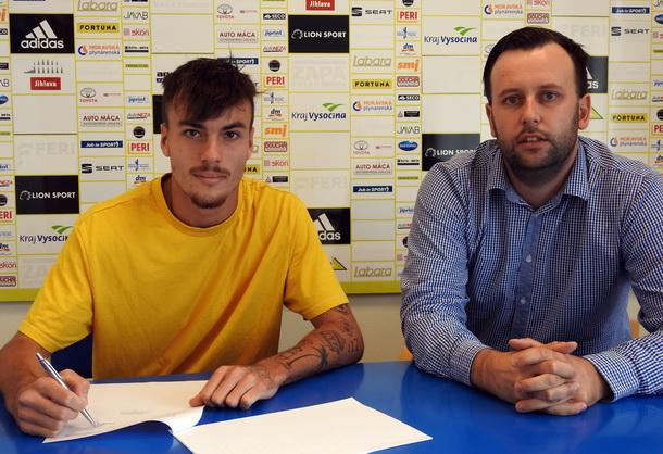 Tomáš Smejkal o tři roky prodloužil v FC Vysočina